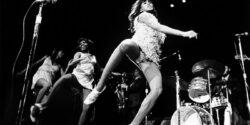 Tina Turner; seyircilerini eskitti; o hala TAŞ