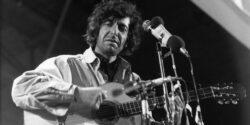 Romantik Devrimci Leonard Cohen fiziksel yaşama olgunlukla veda etti.