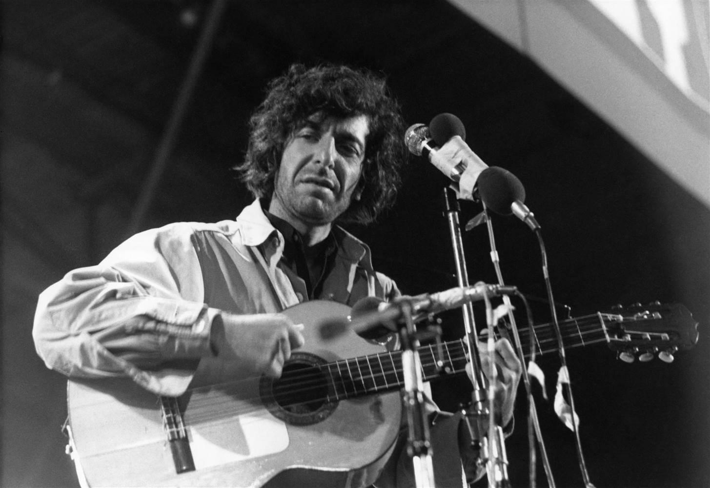 You are currently viewing Romantik Devrimci Leonard Cohen fiziksel yaşama olgunlukla veda etti.