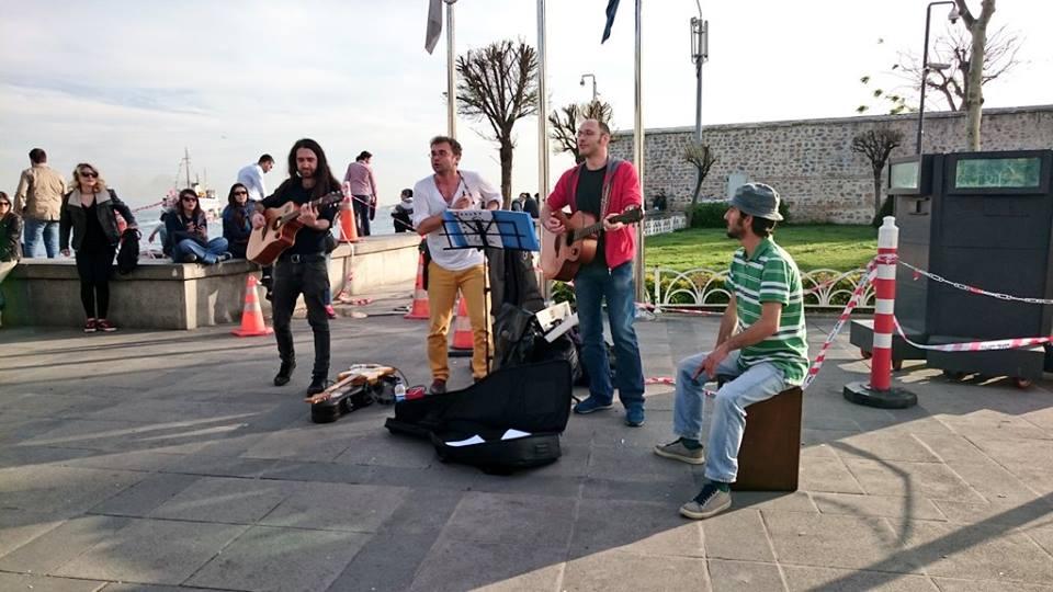 Read more about the article İsmi de kendileri de güzel grup Teneke Trampet'ten itiraz: Olmaz!