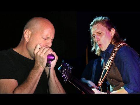You are currently viewing Bruce Willis, Metalin yüce grubu Accept'te gitar çalarak kaos fitilini ateşledi