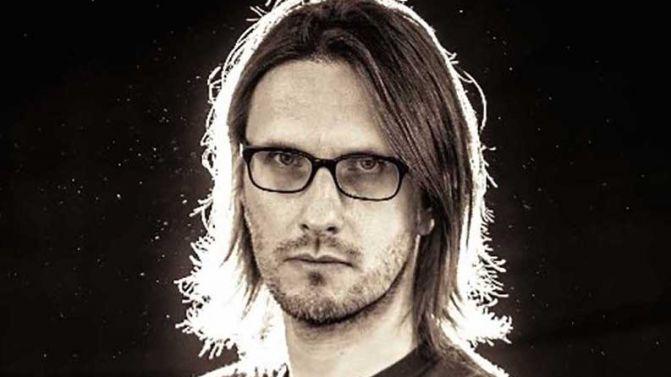 You are currently viewing Neden Steven Wilson konserine gitmelisiniz? Onun eşsiz müzik belgeseli Insurgentes'e bir göz atalım