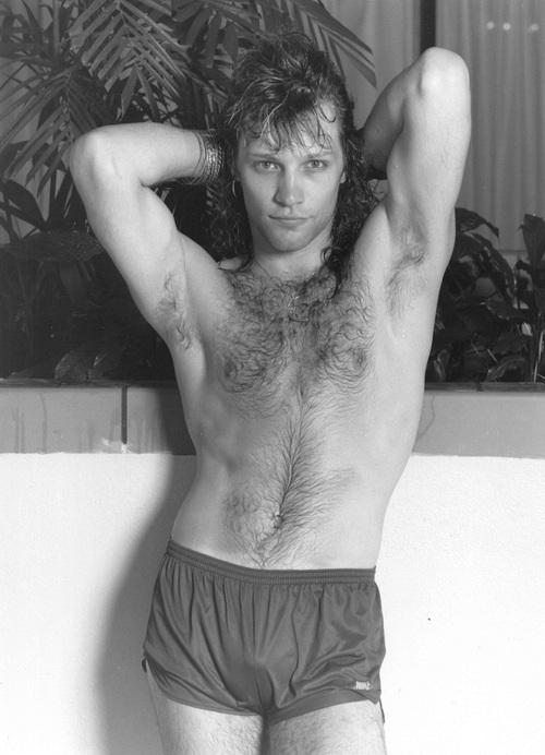 """You are currently viewing Jon Bon Jovi """"geç gelen"""" Rock and Roll Hall Of Fame üyelik töreninde manidar konuştu: """"Vakti çoktan gelmişti .mına koyayım!"""""""