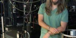 Bilim ile müziği kaynaştıran bilim insanı Mete Atatüre'den yeni havadisler