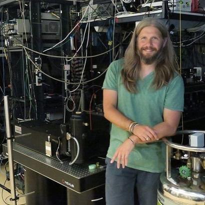 You are currently viewing Bilim ile müziği kaynaştıran bilim insanı Mete Atatüre'den yeni havadisler