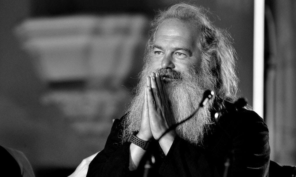 You are currently viewing İblise Hizmette Sınır tanımayan, Şeytanlı Müziği Gecekondu Mahallelerine Kadar Sokan Entelektüel Müzik İnsanı: Rick Rubin