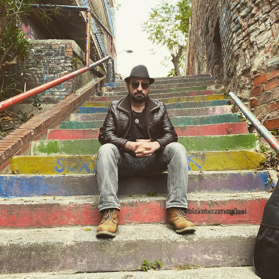 """Read more about the article Serdar Sağlam: """"Cehalete sövdüğüm bir şarkının agresif olması gerekiyordu"""""""